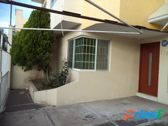 Casa sola residencial en venta en Colonia Ricardo Flores