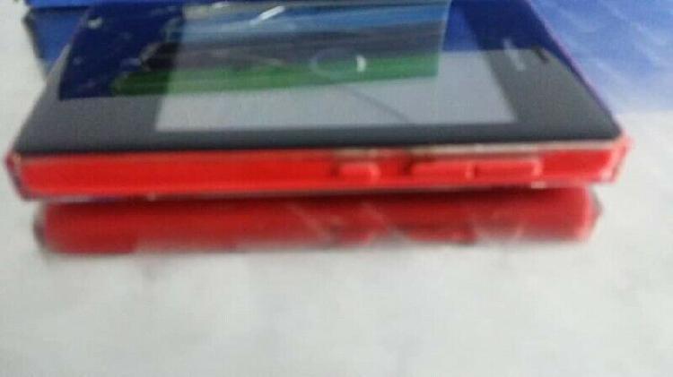 Nokia camara modelo Asha 503 y también es un teléfono