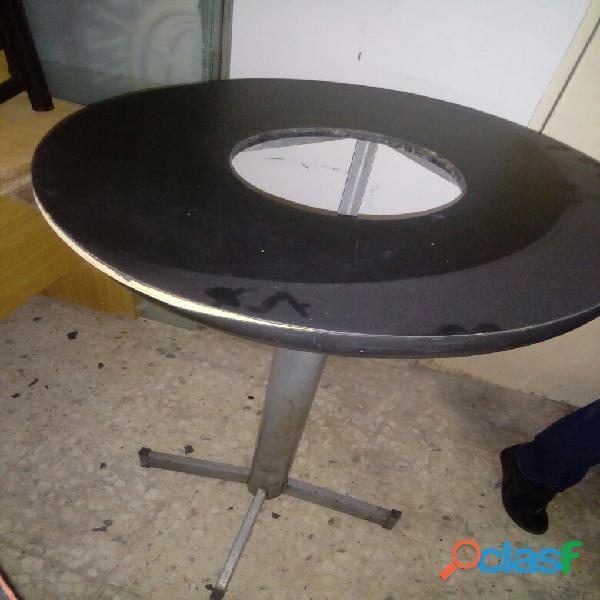 Bonita mesa con un hoyo en medio