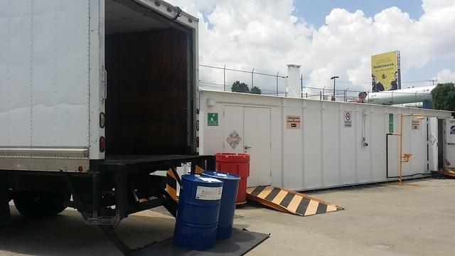 Fletes y Mudanzas en Camión con rampa hidraulica
