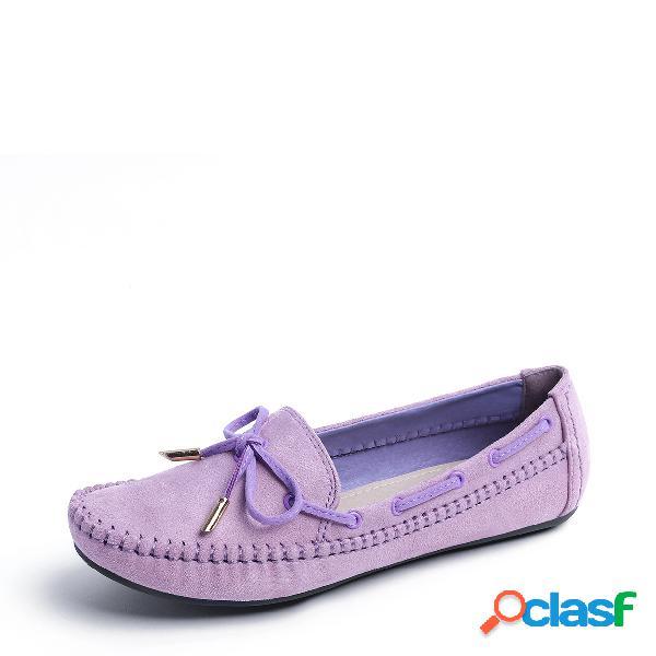 Pisos de punta redonda de color púrpura con cordones