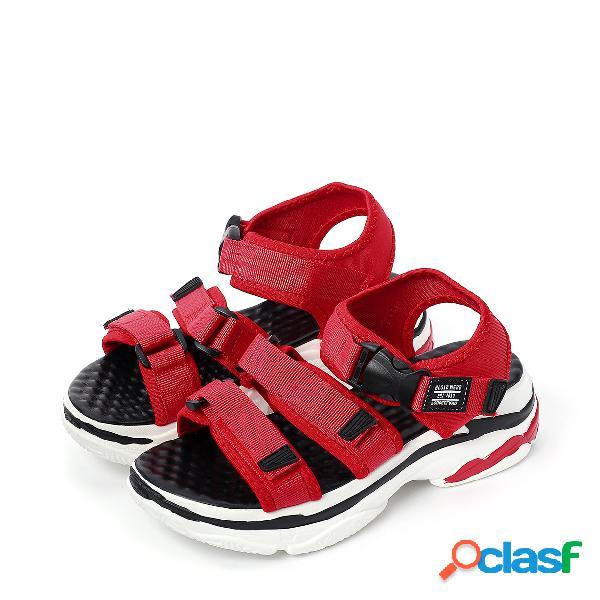 Sandalias de plataforma alta con correa de tobillo roja