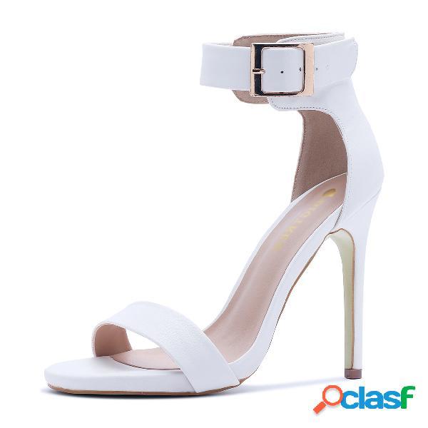 Sandalias de tacón de aguja con correa de tobillo en blanco