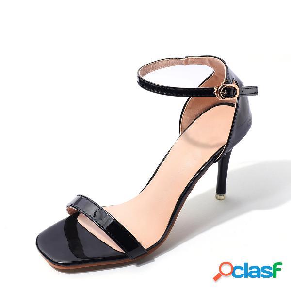 Sandalias de tacón de aguja negras con correa de tobillo