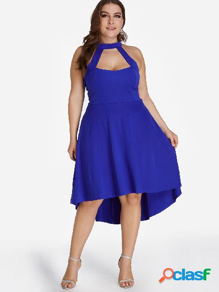 Vestido azul con cuello alto y bajo