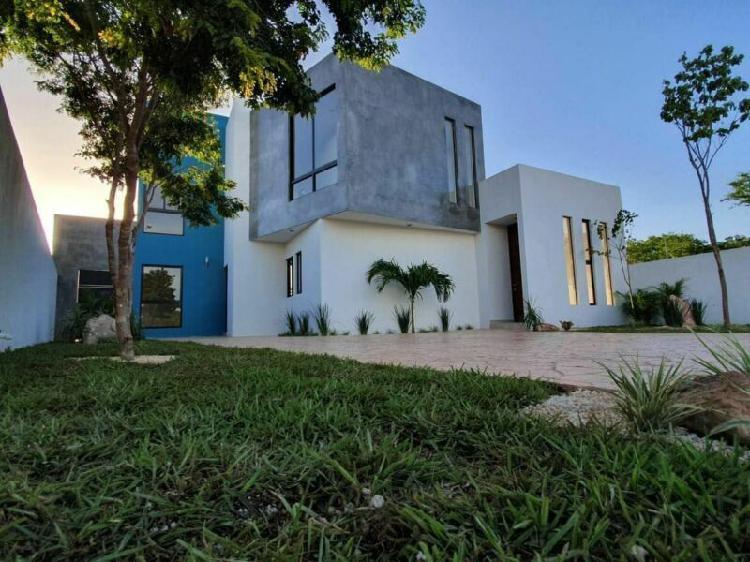 Casa en PREVENTA en Privada Yaxlum con recámara en planta