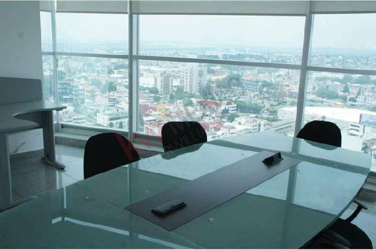 Oficina equipada en Renta con Vista a la ciudad y fuente de