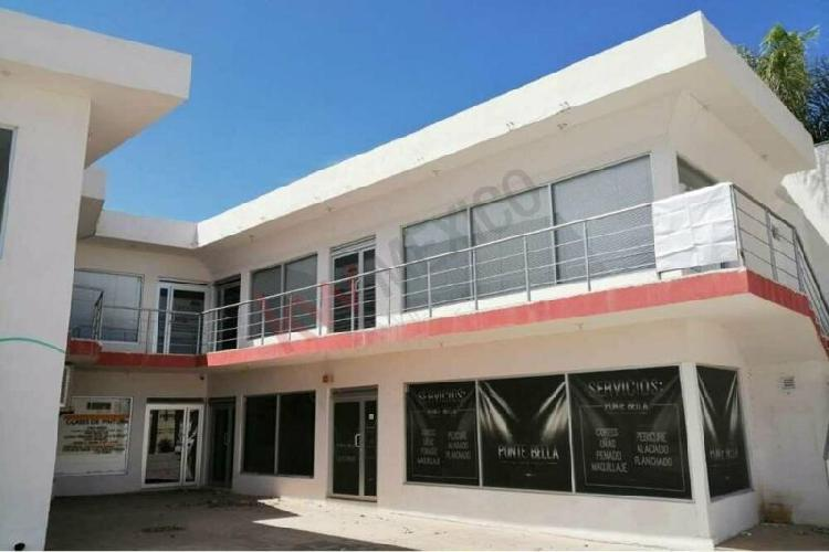 Plaza Comercial en Senderos con Locales disponibles para
