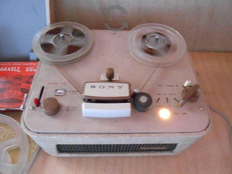 Preciosa grabadora de cinta sony de 1959