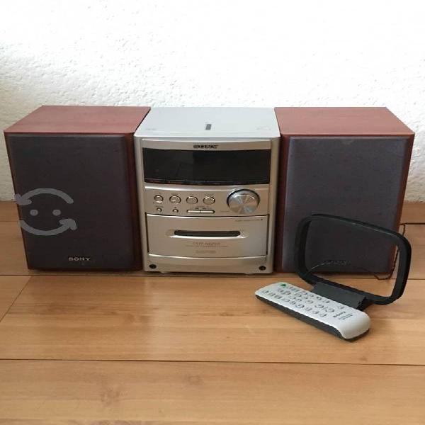 Sony Micro System CMT-NEZ50 (CD, MP3, AM/FM)