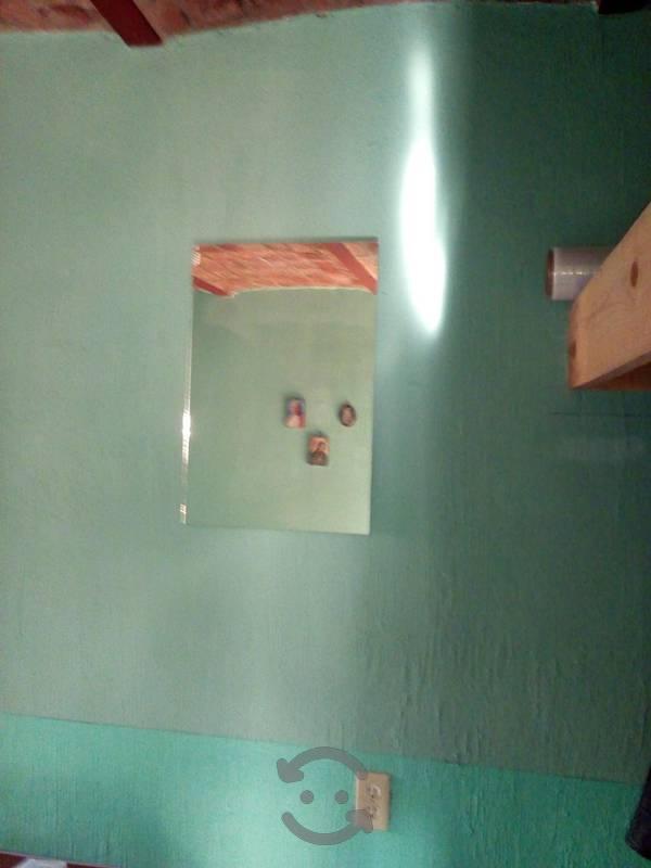 Espejo de 0.60x 0.40 cms 6 mm. de gruesor con base