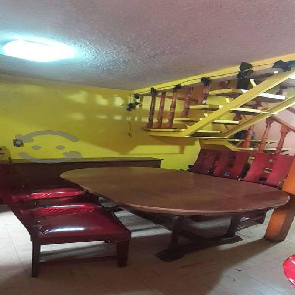 Comedor 6 sillas forradas y mueble para trastes