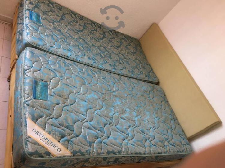 Dos bases de cama individual con colchón