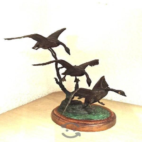 Escultura Patos Volando De M. Zamora