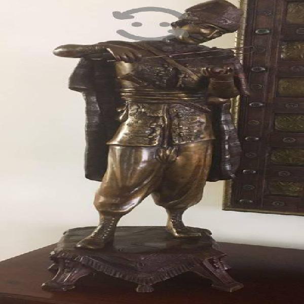 Escultura de Bronce. Hombre Arabe del Violín