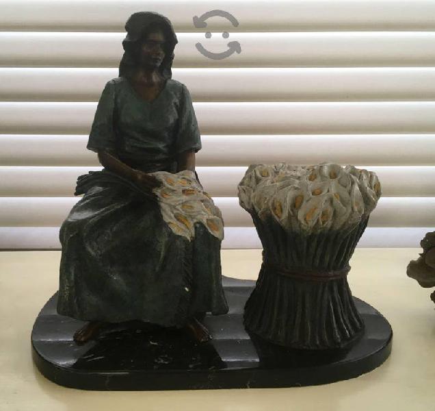 Escultura de Bronce. Marchanta d Flores. Ponzaneli