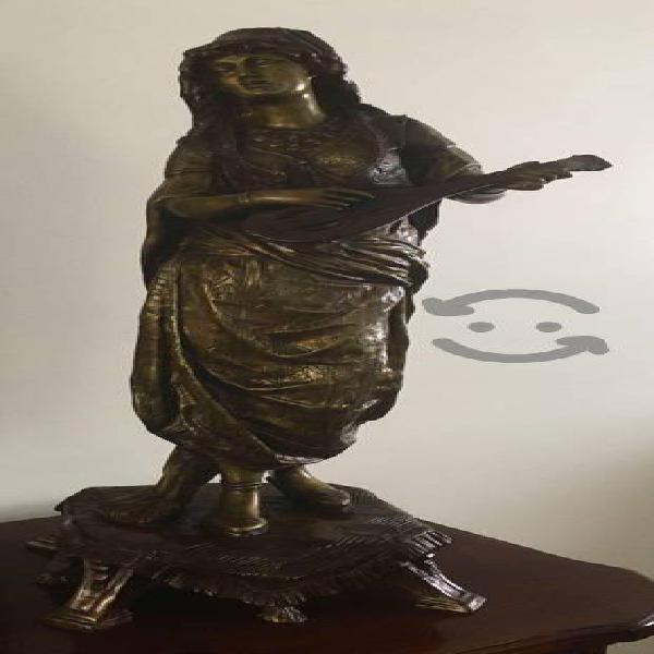 Escultura de Bronce. Mujer Arabe de Mandolina