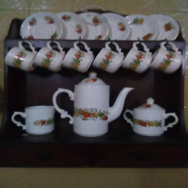 Juego de té con mueble para colgar