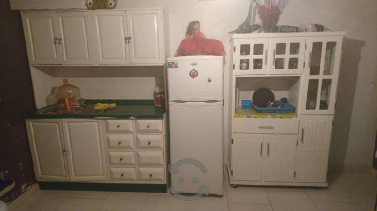 Lote de muebles para cocina. Alacenas y frigerador