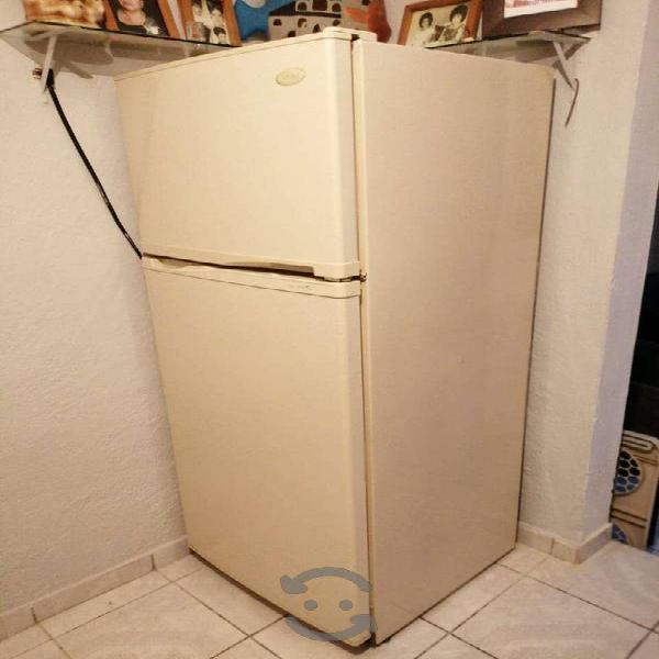 Refrigerador MABE 11 pies cúbicos, modelo RMP65