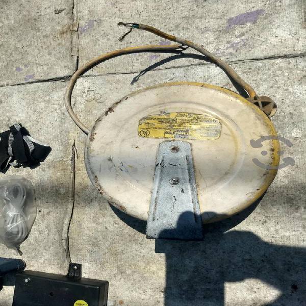 carrete de cable de luz retractil marca Surtek