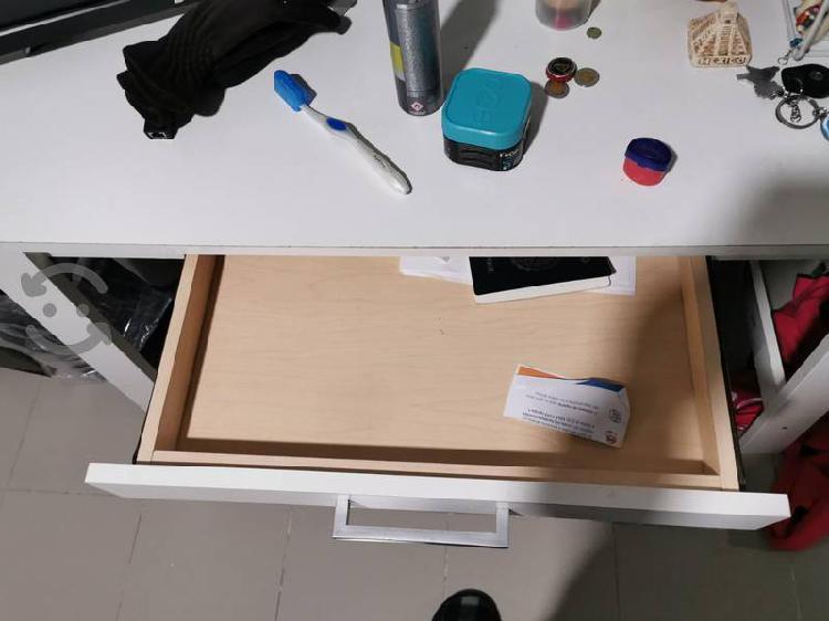 escritorio en buenas condiciones
