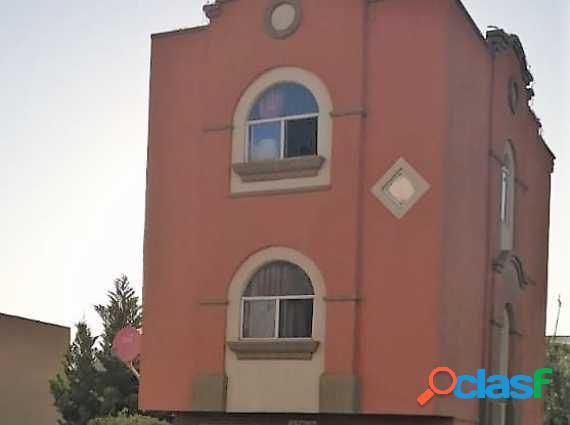 Bonita Casa en JARDINES DEL LAGO a la Venta
