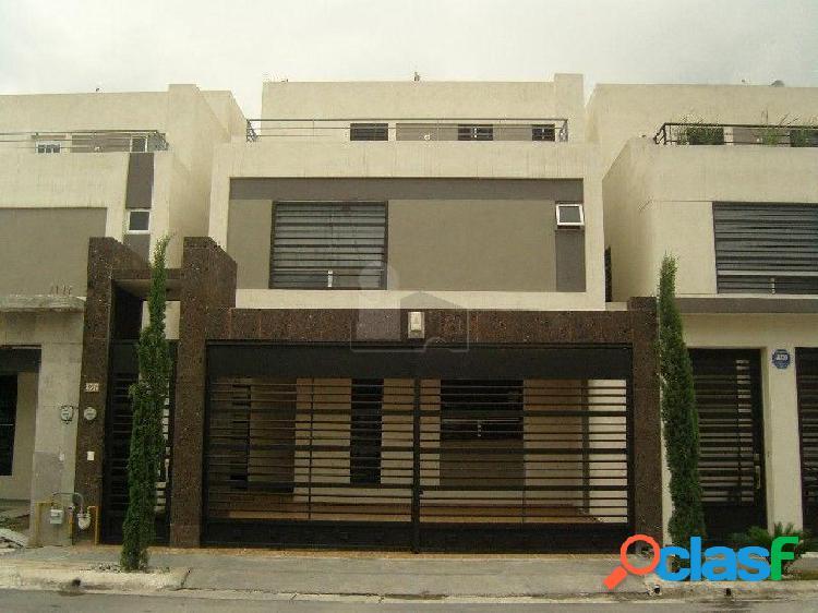Casa sola en renta en Cerradas de Cumbres, Monterrey, Nuevo