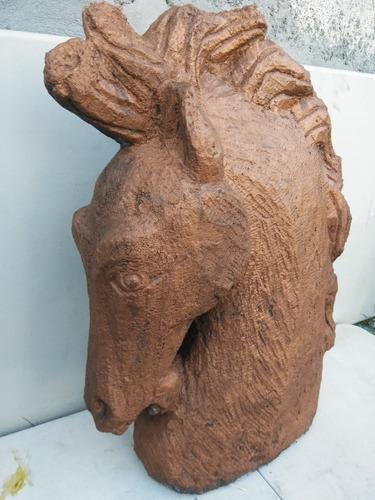Escultura De Caballo Tallado En Piedra.