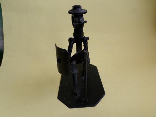 Figura De Don Quijote De La Mancha Hecha De Tornillos Y Tuer