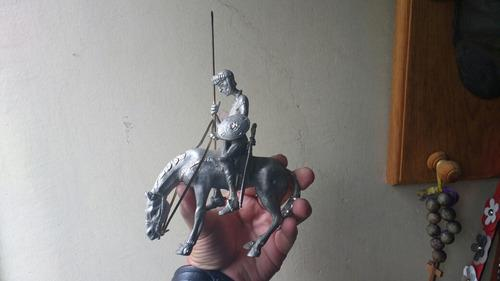 Figura De Don Quijote Y Rocinante Hechas De Plomo