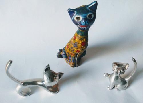 Gatos: 3 Hermosas Figuras 2 Metálicos Y 1 Cerámica,