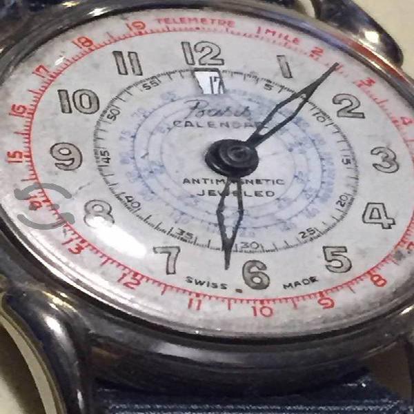 Antiguo reloj suizo de cuerda.