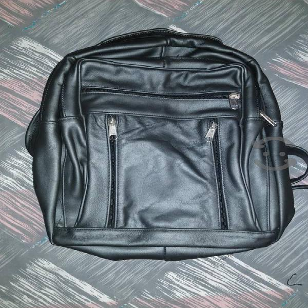 Backpack negra hecha a mano