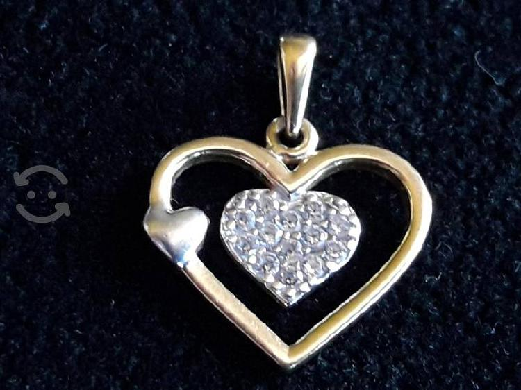 Dije de oro 14k y chispas de diamantes Corazón cp