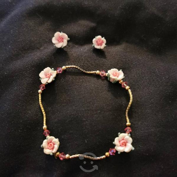 Juego de aretes y pulsera flores