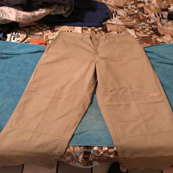 Pantalón marca dickies