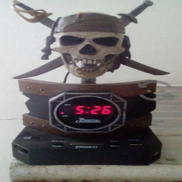 Radio reloj despertador piratas del caribe.