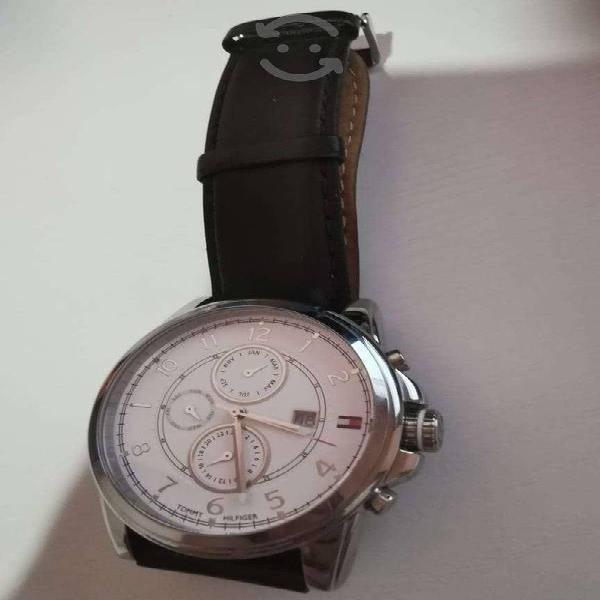 Reloj Tommy Hilfiger Original cronografo seminuevo