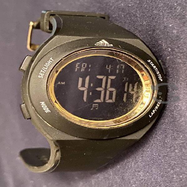 Reloj deportivo ADIDAS original, negro con dorado