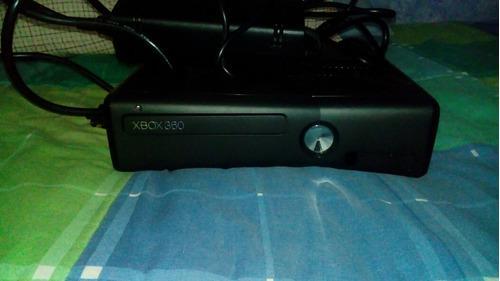 Xbox 360 Slim. Precio Negociable. 15 Juegos. 4 Controles.