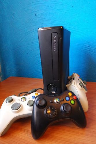 Xbox 360 Slim Seminueva En Caja, 2 Controles De Regalo!