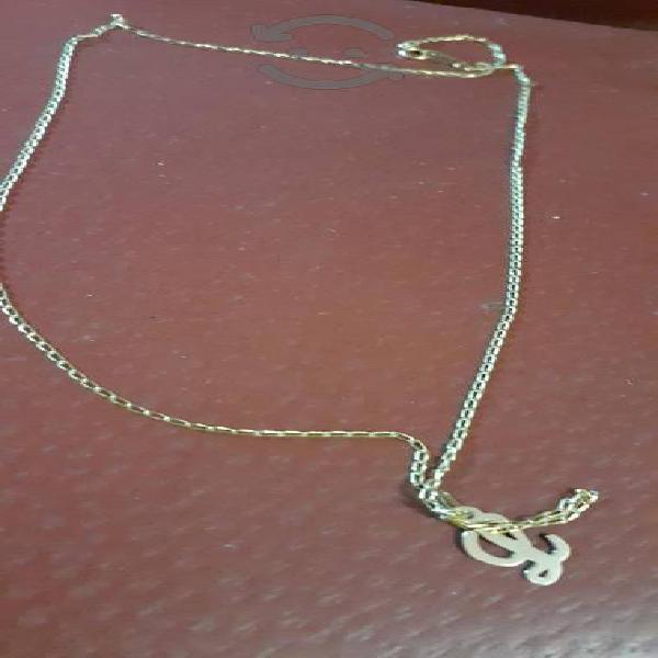 cadena de oro de 10 kilates con dije letra L