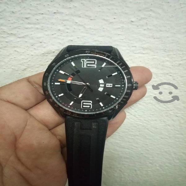 reloj Tommy Hilfiger grande