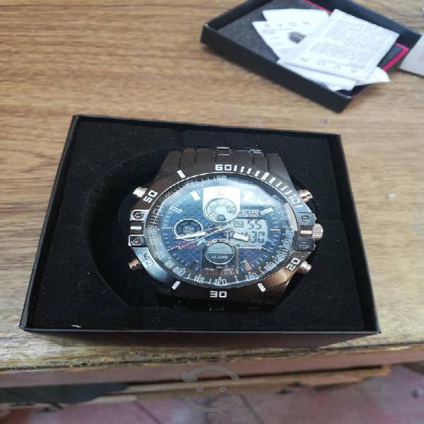 reloj semi nuevo