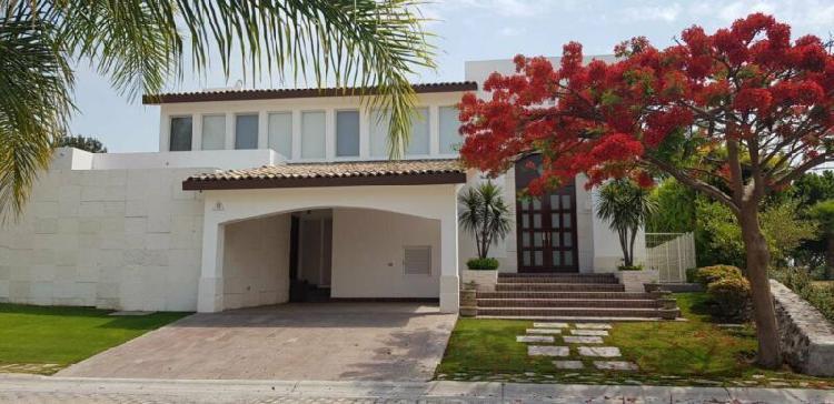 Casa en Venta en El Álamo Country Club, con Vista a campo