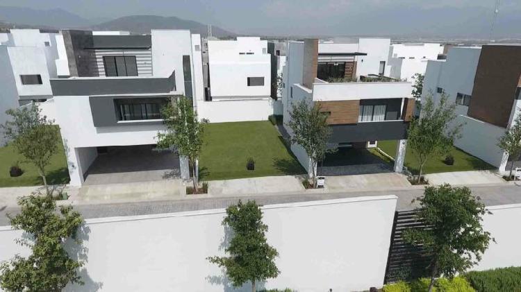 Casa en Venta en Porto Cumbres, Av. Paseo de los Leones, 3