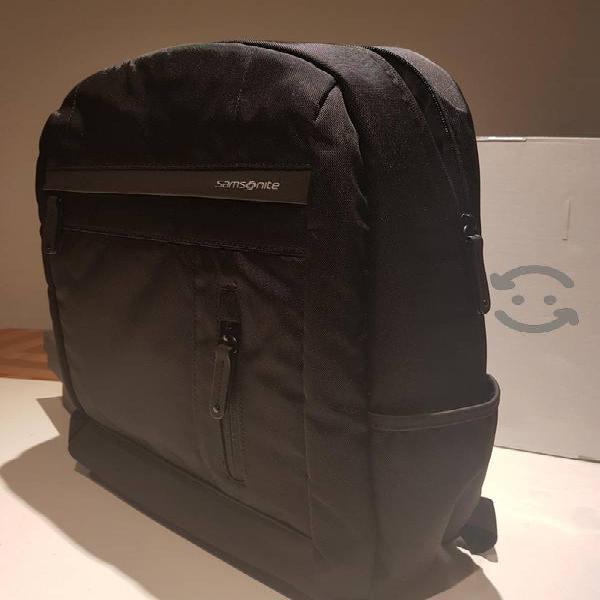 Bonita mochila Samsonite para laptop .
