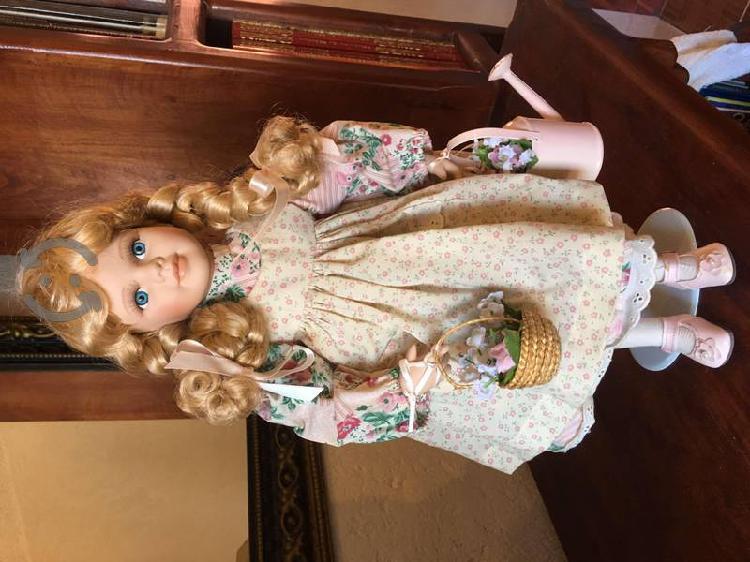 Muñecas de porcelana EMERALD