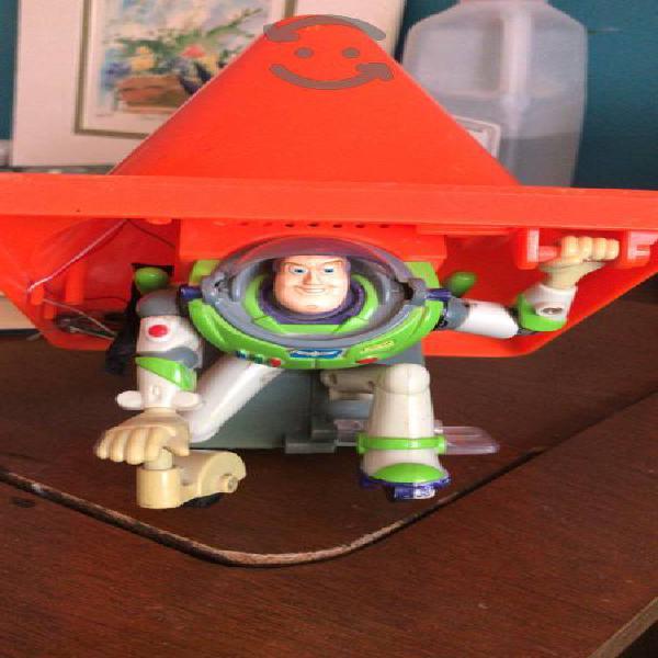 Cómo Buzz tal cual se ve en las fotos toy story